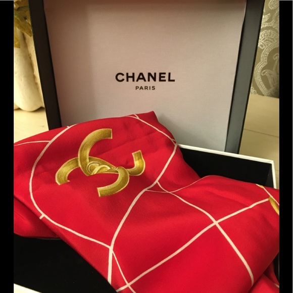 Authentic Chanel scarf 🧣